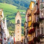 Itävallan rajalla sijaitseva, värikäs Vipiteno on Italian kauneimpia kyliä