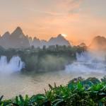 Ban Giocin vesiputouksilla Vietnamin ja Kiinan rajalla matkataan bambulautoilla