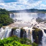Valtoimenaan virtaava Iguassu on kahden valtion upea Unesco-kohde