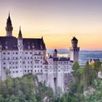 Saksan Neuschwanstein on satulinna vailla vertaa