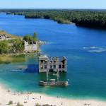 Virossa sijaitseva Rummun louhos on seikkailunhaluisten vierailukohde, joka tarjoaa kesäisin rentoa rantaelämää